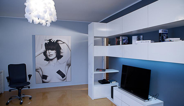 INTERIOR OF A STUDENT´S ROOM WHERE BED IS THE PRIORITY!